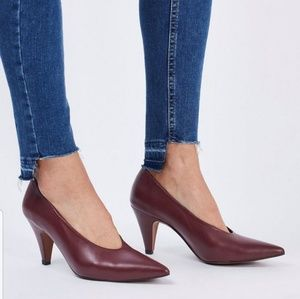 JESSIE V-Cut Mid Heel Shoes